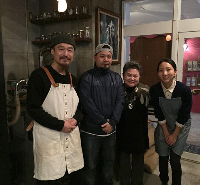 左からオーナーの林さん、黒糖屋 荒垣店長、マミーおばちゃま、タイムレスチョコレートの西尾さん